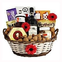Classic Sweet Gift Basket: Send Gifts to Italy