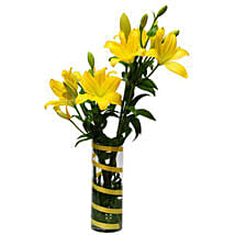 6 Lilies For Friendship KU: Christmas Gift Delivery in Kuwait