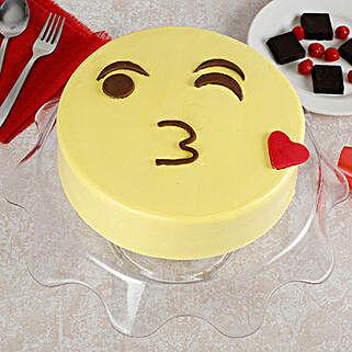 Cute Kiss Emoji Cream Cake: Vanilla Cakes