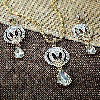 Drop Of Love Pendant Set: Fashion Accessories