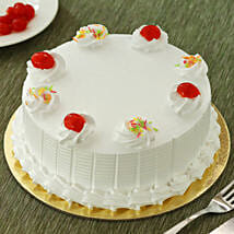 Fresh Vanilla Cake: New Year Cakes to Kanpur