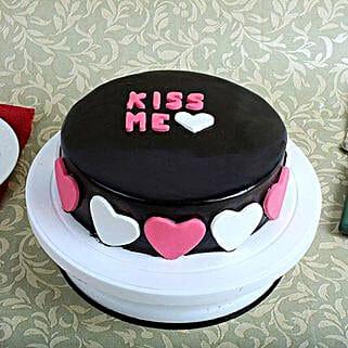 Kiss Me Valentine Cake: Valentines Day Cakes