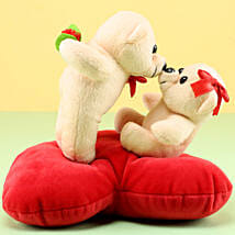 Kissing Teddy: Valentines Day Gifts Bareilly