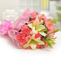 Ravishing Mixed Flowers Bouquet: Romantic Flowers