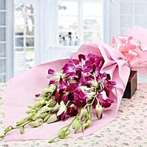 Robust Style: Anniversary Flowers for Wife