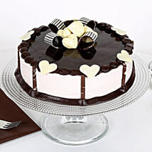 Stellar Chocolate Cake: New Year Cakes to Kanpur