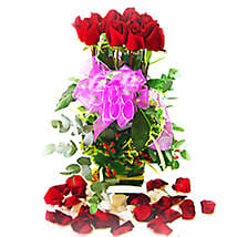 Roses in Amazing Vase: Send Anniversary Flowers to Malaysia