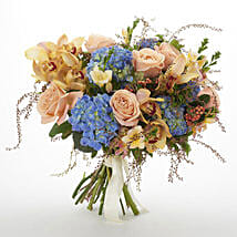 Bloom Seasonal Bouquet: Romantic Gifts to New Zealand
