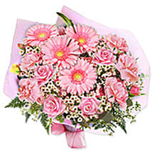 In the pink bouquet qat: Anniversary Gift Delivery in Qatar