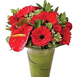 Stunning Red: Send Christmas Flowers to Singapore