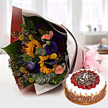 Alluring Flower Bouquet With Blackforest Cake: Anniversary Flowers N Cakes to UAE