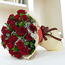 Lovely Roses Bouquet: Send Valentine Gifts for Wife in UAE