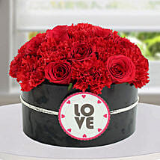 Passionate Red Flower Arrangement: Valentine's Day Flower Delivery in UAE