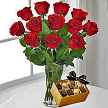 12 Red Roses With Chocolates: Valentine Gifts to San Jose