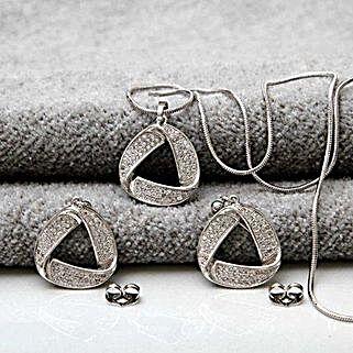 Classic Pendant Set: Send Jewellery to USA